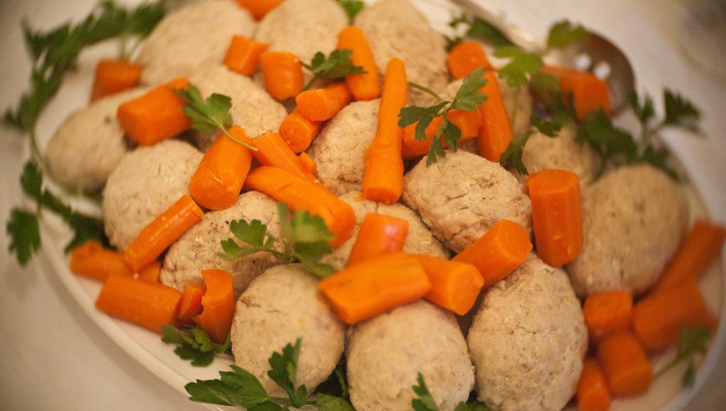 gefilte fish, food, Jewish food, Passover