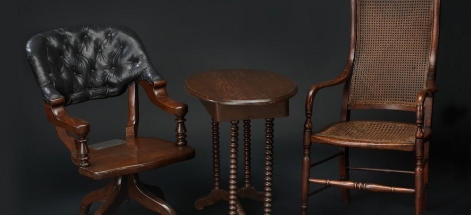 Appomatox furniture, Lee's surrender to Grant.