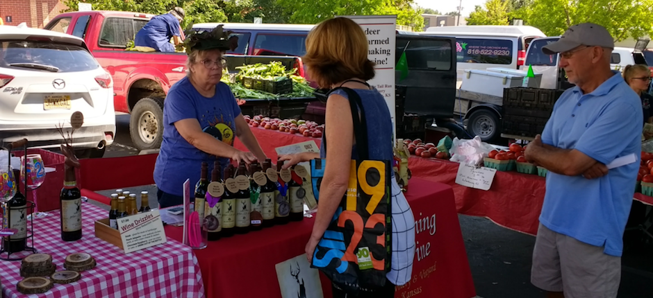 A booth for the White Tail Run Winery at a farmers' market in Overland Park, Kansas. Photo courtesy of Wikimedia Commons.
